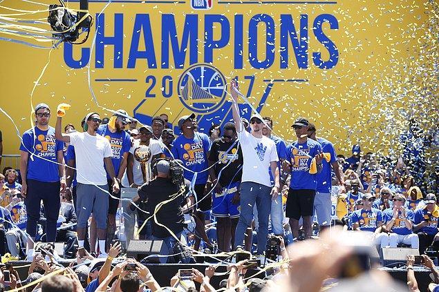 Bu olayların dışında başka bir olay da Trump ile Golden State'in basketbolcusu Stephen Curry arasında yaşandı.