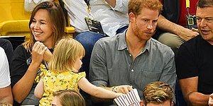 2-летняя малышка крадет попкорн у зазевавшегося принца Гарри