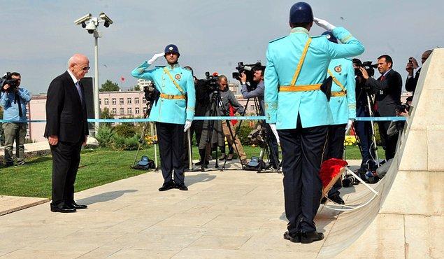 Yasama yılı açılışı Atatürk Anıtı'na çelenk konulması ve saygı duruşu ile başladı.