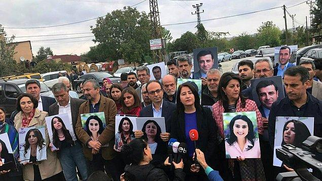 HDP'li vekiller, partilerinin tutuklu Eş Genel Başkanı Selahattin Demirtaş'ın bulunduğu Edirne F Tipi Kapalı Cezaevi yakınlarında grup toplantılarını gerçekleştirdi.
