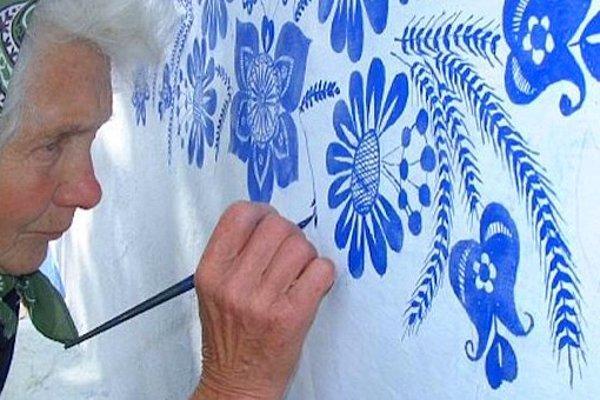 90-летняя чешская бабушка превращает свою деревушку в произведение искусства