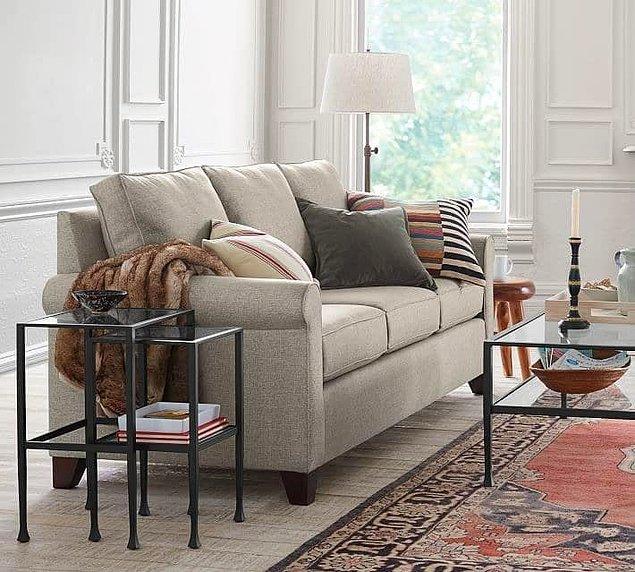 16. Büyük kanepeleri doğal renklerden seç ve aksesuarlarla ortamı renklendir.
