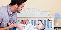 Отца, который хотел переодеть своего ребенка в родительской комнате, с угрозами выгнала оттуда разъяренная мамаша