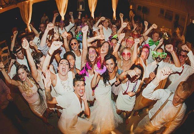 Ancak maliyeti oldukça fazla olan düğünler yerine nikah ve after party'ler düşünülmeye başlandı.