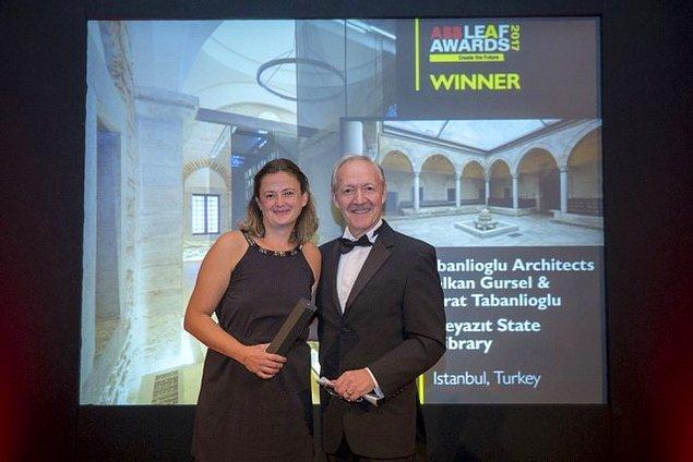 İngiltere'de London's Royal Horseguards Hotel'de düzenlenen gecede ödülü, Tabanlıoğlu Mimarlık adına Ayça Vural Cutts aldı.