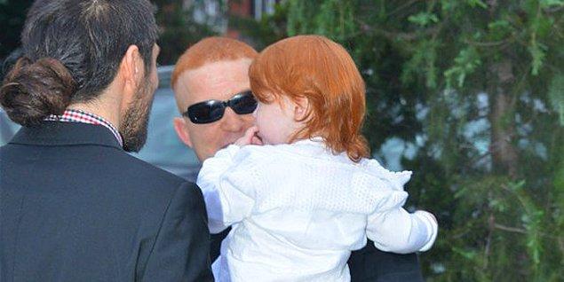 Kardeşi Hakan'ın düğününde Gökhan'ın kucağındaki bebeğin Ayşe Derya olduğu işte bu yüzden hemen şıp diye anlaşılıyordu.