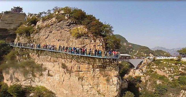 Rehberin turistlere kötü bir şakası olarak karşımıza çıkan şakaya maruz kalmak istemiyorsanız, yolunuz East Taihang Dağlarına düştüğünde biraz daha dikkatli olmanızda fayda var.