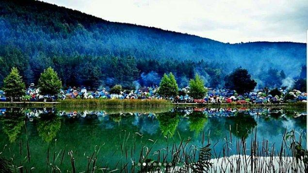 Şirinyazı Göleti Kamp ve Piknik Alanı'nda hafta sonu yapılan ve iki gün süren kampa yaklaşık 8 bin kişi katıldı.