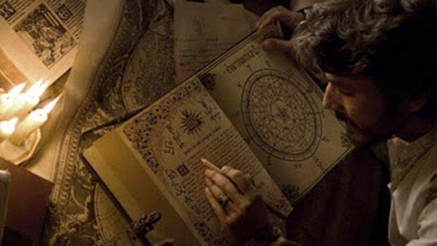 1. Kitabü'l Azazil, tamamı cinler hakkında son derece detaylı bilgiler içeren 500 sayfalık bir kitap.