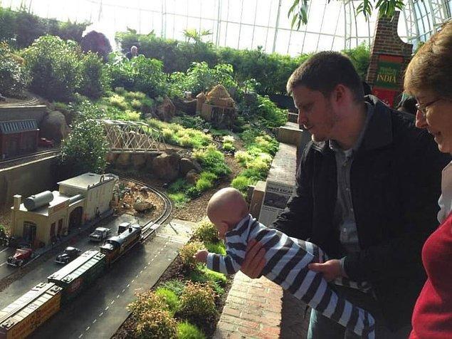 6. Merak etmeyin, bebek balkondan sallanmıyor!