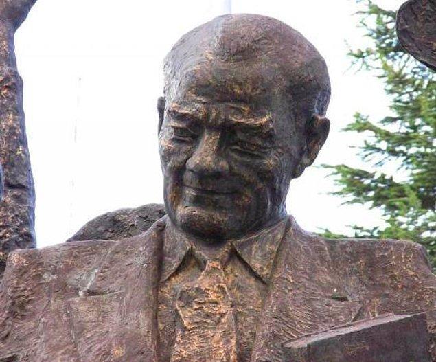 7. Tokat'ın Turhal ilçesindeki bu heykele Atatürk'e benzemeyen adam bile içerlemiş.