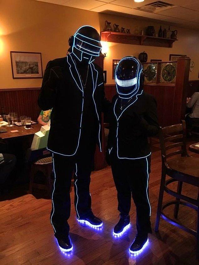 """27. """"Eşimle beraber Daft Punk kostümleri hazırladık."""""""