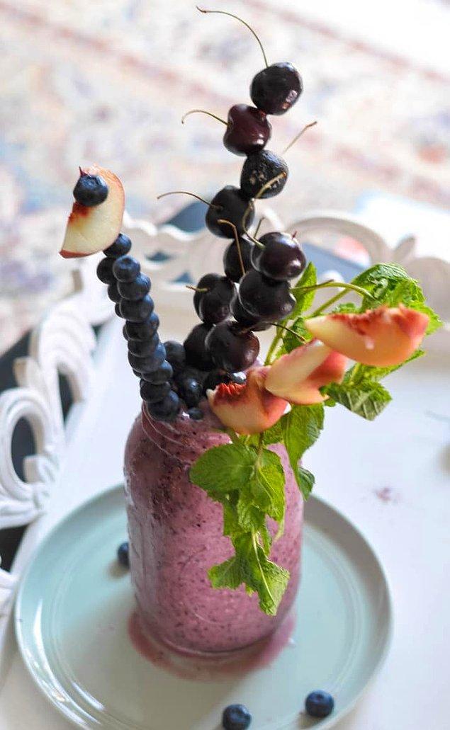 17. Böyle tatlılar ya da sağlıklı smoothie'ler için bir meyve sıkacağı alabilirsiniz.