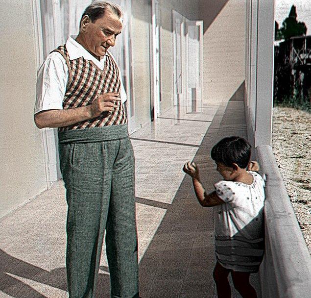 Mustafa Kemal Paşa ve manevi kızı Ülkü.