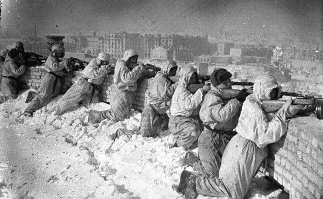 14. İkinci Dünya Savaşı'nda ölen her 1 Amerikan askerine karşılık 92 Sovyet askeri öldü.