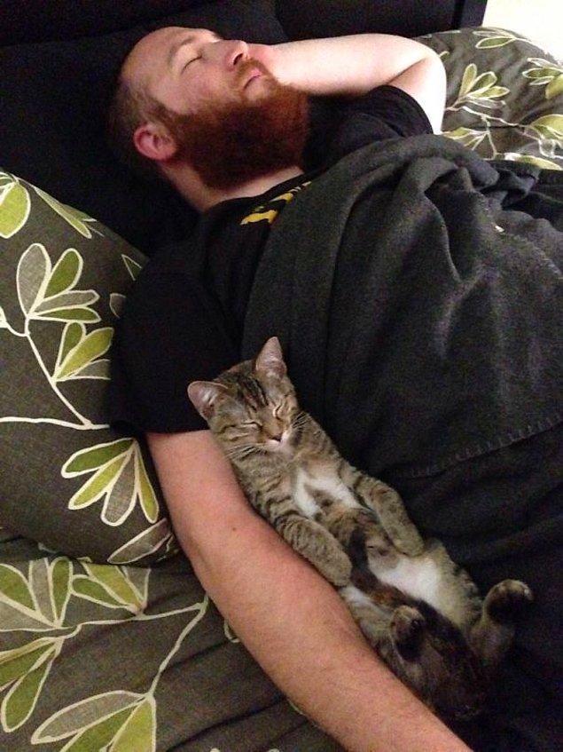 14. 'Biz de böyle uyuyoruz işte.' 🤗