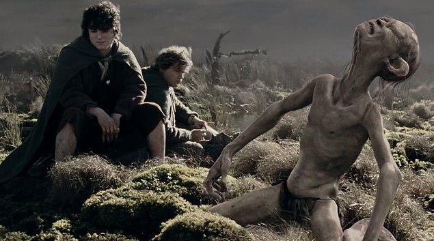 13. Adres sorulan köşedeki eczane gibi, Gollum'un hayatı birilerine yol tarif etmekle geçti.