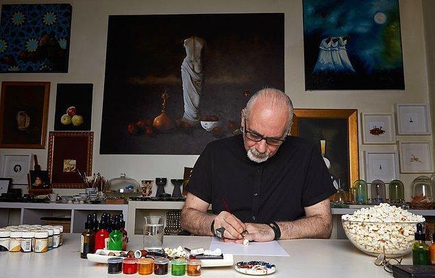 Sanat hayatı boyunca birçok küçük nesneyle çalışan minyatür sanatçısı büyüteç kullanmadığını söylüyor.