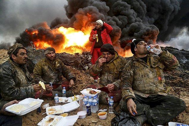 8. Kayyara'da yanan petrol kuyuları. 📷 Yunus Keleş