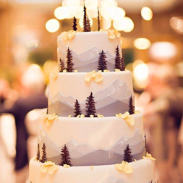 15. Pastanızı çam ağacı detaylarıyla süsleyebilir,
