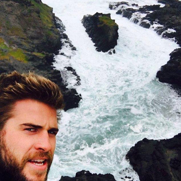11. Bu fotoğrafı çekerken neredeyse ölüyormuş Liam, işte bu kadar çok seviyor okyanusu. Miley de onu her zaman destekliyor 😍