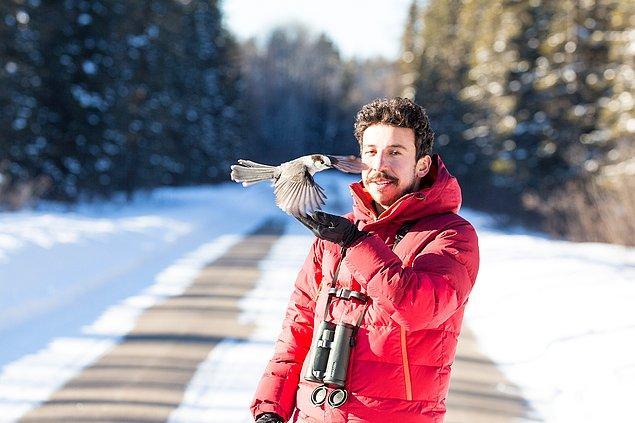 Emin, çocukluğundan beri doğaya ve kuşlara aşık. Öyle ki ilk kuş gözlemini henüz 12'sindeyken yapmış.