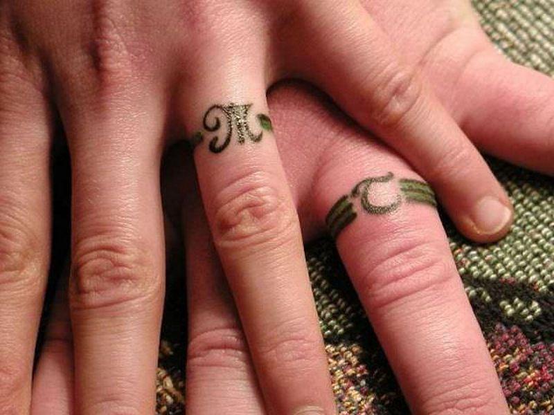 Обручальное кольцо тату фото с именем