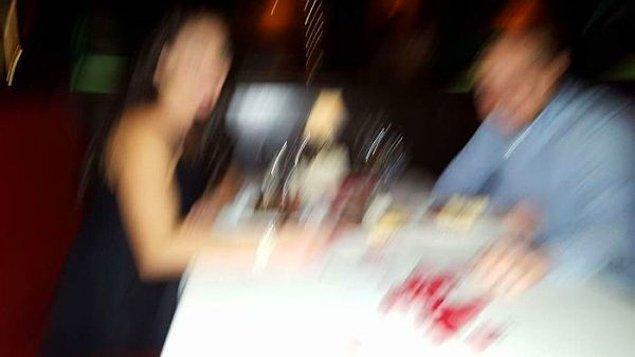 """14. """"Arkadaşım az önce bunu paylaştı: 'Yıl dönümümüzde fotoğrafımızı çekmeyi teklif eden yan masadaki kadına çok teşekkürler. Özellikle bu fotoğrafı sonsuza kadar saklayacağız.'"""