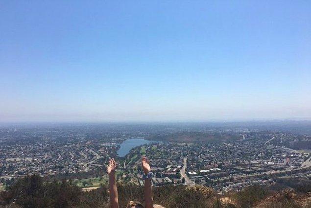 """20. """"Dün yaptığım dağ yürüyüşünde epey uzun bir adamdan dağın tepesinde fotoğrafımı çekmesini istedim ve..."""""""