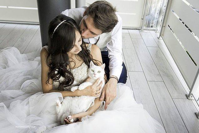 3. Kendi düğününden sonra kedisi Arthur ile aynen böyle fotoğrafları olsun istemiş. 😻