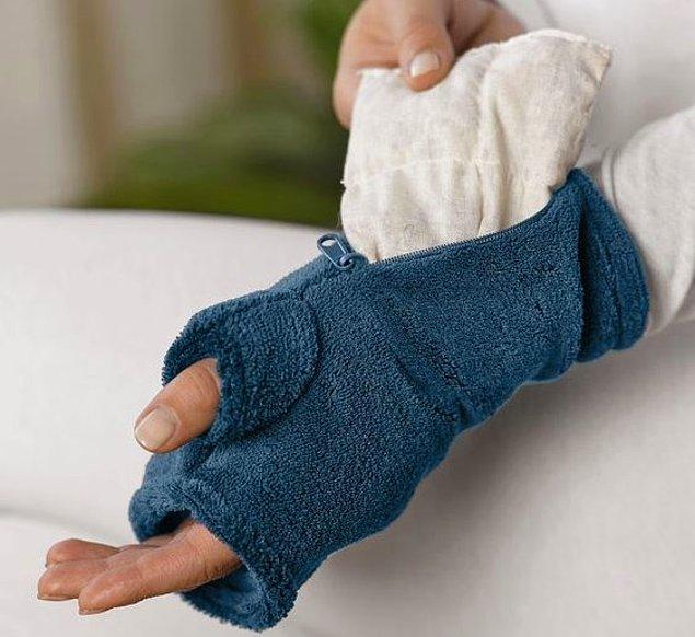 4. Pantolonunuza el ısıtıcı paketlerden sıkıştırın.