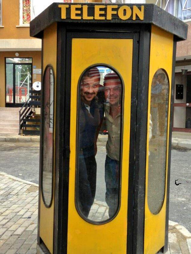 24. Sarı telefon kulübelerinin metal kokusu