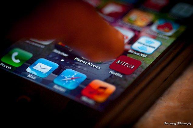 """Araştırmanın sonucuna göre Türk kullanıcılarının yüzde 47'si film ve dizi izlemenin """"Muhabbet etmekten daha önemli"""" olduğunu söylüyor."""