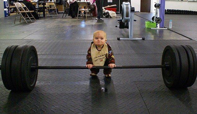 8. Tek bir antrenman için 8 farklı çeşit kiloda ağırlığı alıp kendi önünüze yığarsanız, çok beddua alacaksınız demektir.