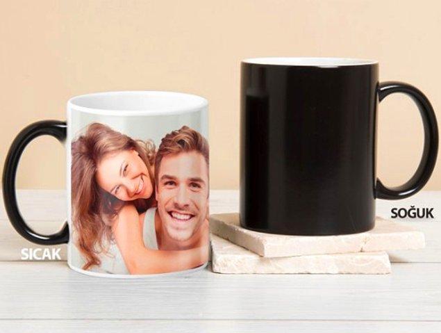 7. Sürprizlerden hoşlanan bir sevgiliniz varsa, sihirli bir kupayla onu şaşırtmaya ne dersiniz?