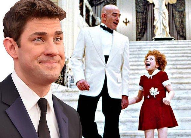 22. John Krasinski, ilk sahneye çıkışını Annie'nin 6. sınıftaki prodüksiyonunda Daddy Warbucks olarak yaptı.