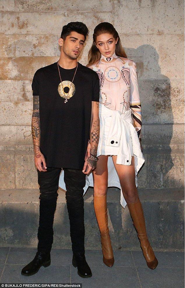 Ayrıca, Zayn ile ilişkisi söz konusu olduğunda sosyal medyada doğru dengeyi yakalamakta zorluk çektiğine de kısacık bir değiniyor.