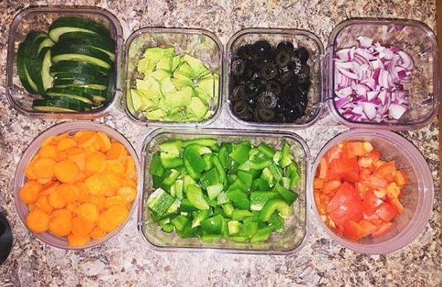 10. Dünden kalan yemek size göre değilse, malzemeleri önceden hazırlayın ve yemek yapacağınızda onları kullanın.