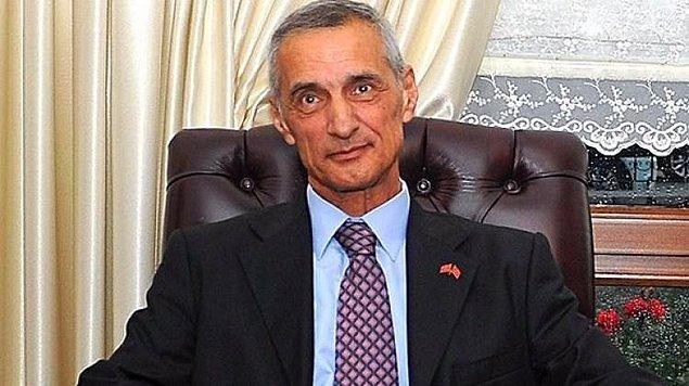 Kara Harp Okulu mezunu olan ve 1974'te Kıbrıs Barış Harekatı'na katılan Korgeneral Engin Alan Genelkurmay Özel Kuvvetler Komutanlığı Karargahı Planlama Subayı, Moskova Kara Ataşesi, Komando Tugayı Kurmay Başkanı, Genelkurmay Özel Kuvvetler Öğretim ve Eğitim Grup Komutanı, Kurmay Başkanı, 5. Komando Alay Komutanı ve 2. Kolordu Kurmay Başkanı olarak görev yaptı.