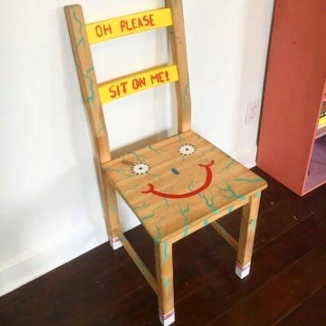 """6. """"Ah lütfen otur üzerime"""" (Hevesli bir sandalye)"""