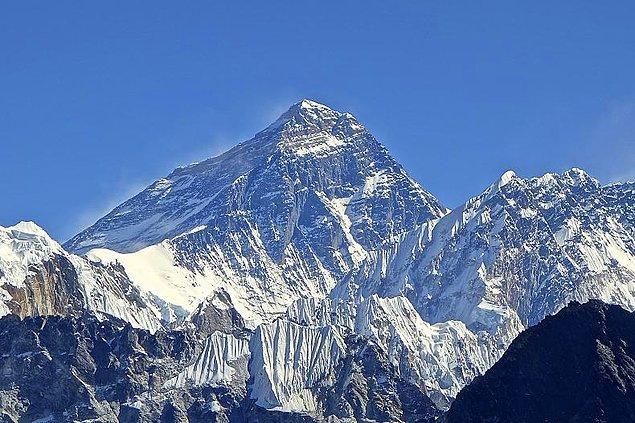 3. Aslında dünyanın en yüksek dağı değildir.
