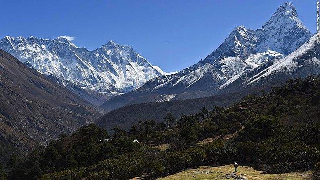 12. Everest Dağı tırmanış kampından dağın zirvesine en kısa süren tırmanış 8 saat 10 dakika sürmüştür.