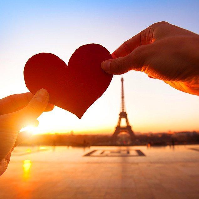 Ankete göre çiftler 14 Şubat Sevgililer Günü'nü sırasıyla Paris, Roma, Venedik, Prag ve Porto'da kutlamak istiyor.