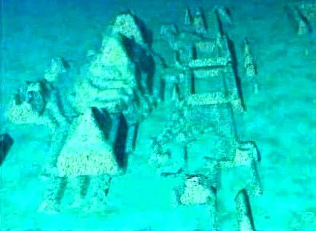 18. Küba kıyılarında, derin sularda araştırmacılar batık kente benzeyen bir oluşum bulundu. Bu batığın kayıp şehir Atlantis olduğu söylentileri var.