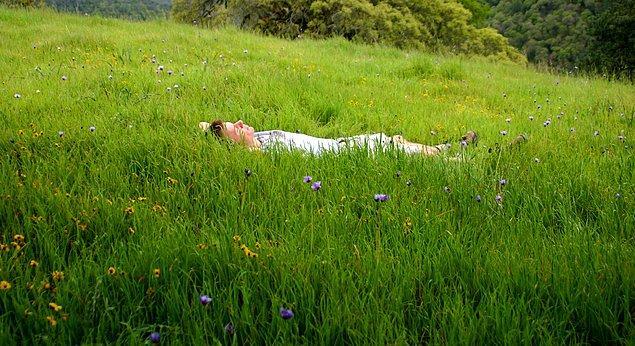 6. Dinlenmeye, kendinizle kalmaya ve meditasyon yapmaya zaman ayırın.