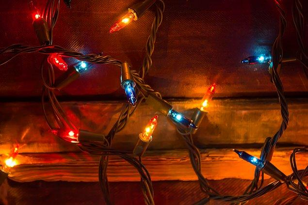 Voss'un son olarak verdiği örnekse, oğlunun yanmış bedenini Noel ışıklarına sarılmış vaziyette bulan bir annenin trajik hikayesine dayanıyor.