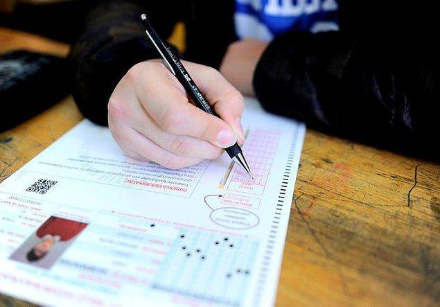 Yılmaz'ın açıkladığı sistemde öğrenciler; TEOG sınavına girmiyor, merkezi bir sınavla belirlenen okullara yerleşiyordu veya oturduğu bölgedeki 5 okuldan birini tercih ediyordu.