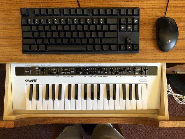 3. Klavye ve çekmece.