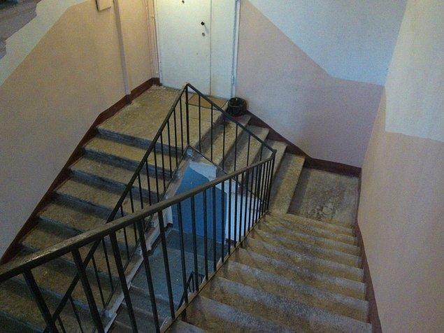6. Hogwarts merdivenleri halt etmiş yanında