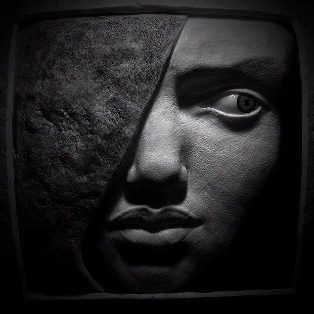 Başarılı heykeltıraşın ortaya koyduğu çalışmalar hem gerçeğe çok yakın hem de güzel ve zarif görünüyor.